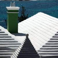 Why houses in #Bermuda have white stepped roofs @BBCNews